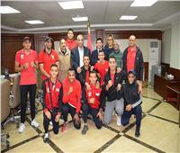 وزير الرياضة يلتقي منتخب مصر للملاكمة قبل معسكر أذربيجان