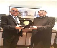منح درع المجلس العالمي للمجتمعات المسلمة لوزير الأوقاف