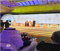 ملتقى «تعزيز السلم في المجتمعات المسلمة» بأبوظبي يكرّم رئيس جامعة الأزهر