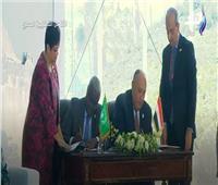 فيديو  شكرى ورئيس مفوضية الاتحاد الإفريقى يوقعان اتفاقية جديدة بمنتدى أسوان