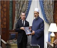 سفير بنما يشيد بوثيقة الأخوة الإنسانية وجهود الإمام الأكبر في نشر التسامح