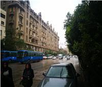 بالصور| الشتاء يكشر عن أنيابه.. أمطار على القاهرة وارتباك مروري