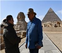 زاهي حواس يضم الطفل «علي صبره» لمركز المصريات بمكتبة الإسكندرية