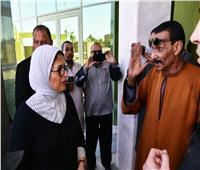 برلماني يستوقف وزيرة الصحة خلال زيارتها لمستشفى إسنا.. تعرف على السبب