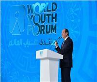 فيديو  المشاركون بمنتدى شباب العالم يلتقطون صورا تذكارية مع الرئيس