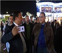 بالفيديو| رئيس الوزراء يحاور المواطنين والسياح خلال جولة في «سوهو سكوير» بشرم الشيخ