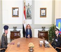 عاجل| الرئيس السيسي يلتقي وزير الدفاع وقائد القوات البحرية