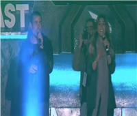 فيديو| الهضبة ينقذ دينا الشربيني من موقف محرج بمهرجان «ميدل بيست»
