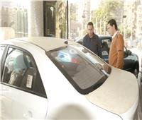 سوق السيارات  توقعات انخفاض الأسعار تتسبب في تراجع المبيعات