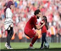 صورة  محمد صلاح يحتفل بالكريسماس مع عائلته