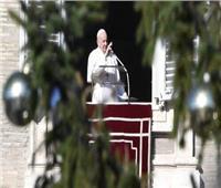 البابا فرنسيس يلقي عظته من ساحة القديس بطرس بالفاتيكان