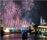 صور| روسيا تحتفل بقدوم السنة الجديدة بالألعاب النارية في موسكو
