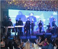 صور| مصطفى حجاج يُغني وكوشنير ترقص بحفل ليلة رأس السنة