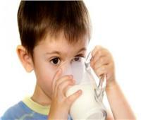 دراسة: الأطفال الذين يستهلكون الحليب كامل الدسم يكونون أقل عرضة لفرط الوزن