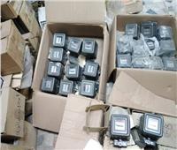 ضبط 800 عداد و21 ألف قطعة كهربائية مجهولة المصدر بالأزبكية