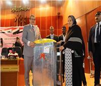 «سعفان»يسلم 14 ماكينة خياطةو3 أفران للمرأة الأسوانية المعيلة