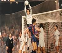 فيديو  أسطورة حراسة مرمى ريال مدريد يحتفل بعيد ميلاده الـ 62