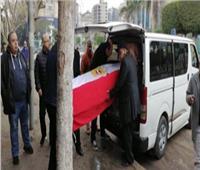 وصول جثمان «ماجدة الصباحي» لـ «مسجد مصطفى محمود»