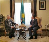 سفير كازاخستان يلتقي رئيس الجامعة المصرية الكازاخية
