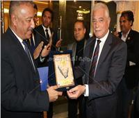 محافظ جنوب سيناء يكرم رئيس مدينة دهب