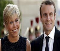 فيديو محتجون يحاولون اقتحام مسرح بباريس خلال حضور ماكرون وزوجته عرضا
