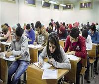 كارثة  أولياء أمور يتهمون «موجهين» بإرسال إجابات للطلاب..والتعليم تحقق