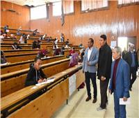 رئيس جامعة أسوان يتفقد لجان امتحانات الفصل الدراسي الأول
