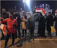 الجالية المصرية في لندن يستقبلون «السيسي» أمام مقر إقامته بهتاف «تحيا مصر»