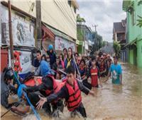 مقتل 9 أشخاص وإصابة 17 آخرين جراء انهيار جسر في إندونيسيا