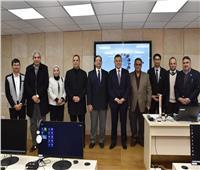 رئيس جامعة عين شمس يتفقد الفصل الذكي وسير الامتحانات في كلية الهندسة