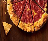 طبق اليوم.. «بيتزا برقائق البطاطس المقرمشة»