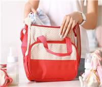 «نصائح مجربة».. تعرفي على مكونات حقيبة الأم أثناء الخروج