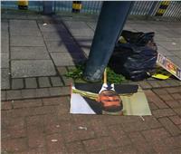 صور| اختفاء وقفات الإخوان «الممولة».. ولافتاتهم ملقاة على الأرض في لندن