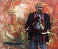 قاسم حداد يهدي مكتبة الإسكندرية مخطوطات كتابه «طرفه بن الوردة»