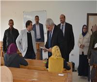 نائب رئيس جامعة الأزهر يتفقد لجان امتحانات كلية التربية بنات بأسيوط