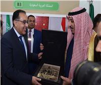 «صورة تذكارية للحرم» إهداء من السعودية لرئيس الوزراء