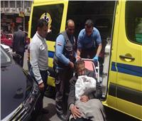 صور| التدخل السريع ينقذ مريض بلا مأوى وينقله للمستشفى