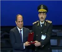 من هو الجنرال الصامت الذي كرمه الرئيس السيسي في عيد الشرطة؟