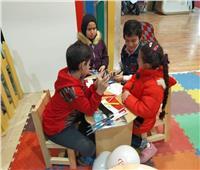 فيديو و صور  «ضحك ولعب ورسم» سر إقبال الأطفال على جناح الأزهر بمعرض الكتاب