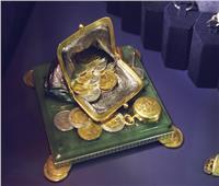 بصورة أينشتاين.. سويسرا تصدر أصغر قطعة نقدية ذهبية في العالم