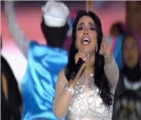 أمينة بحفل «مصرنا»: « لبست فستان وقلت أكلف»