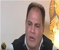 شاهد| والد النقيب الشهيد عمر ياسر يبكي على الهواء