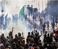 قوات الأمن العراقية تداهم مقر الاعتصام الرئيسي في بغداد وتطلق النار على متظاهرين