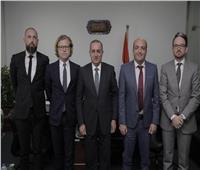 وفد من سفارة السويد يزور المنطقة الاقتصادية لبحث فرص الاستثمار