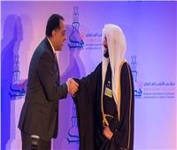 نائبا عن الرئيس.. رئيس الوزراء يكرم شيوخ المجددين في مؤتمر الأزهر العالمي