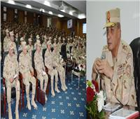 وزير الدفاع يلتقي بخريجي الدفعة الأولى من كلية الطب بالقوات المسلحة