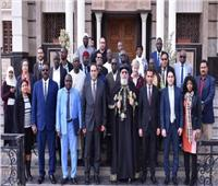 البابا تواضروس الثاني يستقبل وفد برنامج الإعلام والتعاون الإفريقي بالمقر البابوي