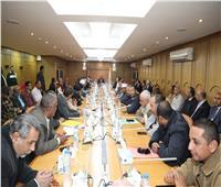 محافظ قنا يدعو البنوك والشركات للمشاركة في مبادرة «حياه كريمة»
