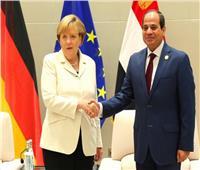 السيسي وميركل يبحثان هاتفيًا تطورات القضية الفلسطينية والأزمة الليبية