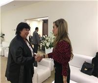 وزيرة الثقافة تلتقى رشا قلج المصرية الأكثر تأثيرا فى أفريقيا بمعرض الكتاب